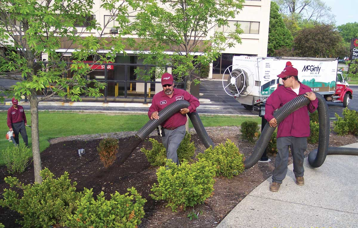 Hawthorn Woods, Illinois Mulch Installation Company